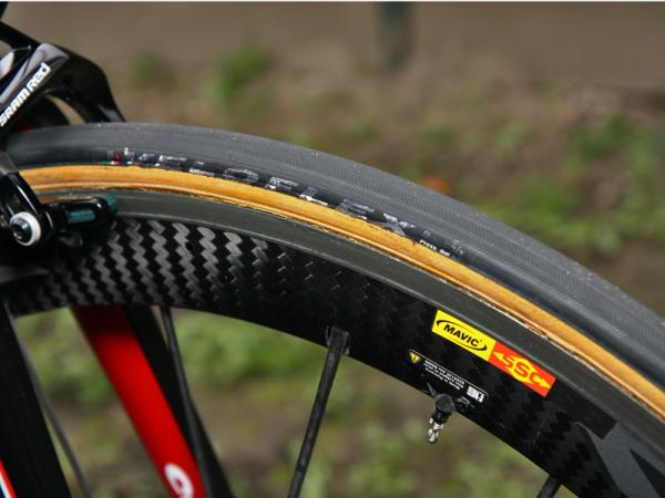 Blacked-out Veloflex tires were mounted on Mavic Cosmic Carbone SLR rims for Thor Hushovd (Garmin-Cervelo) for Ronde van Vlaanderen and Scheldeprijs but he'll switch to massive 27mm-wide FMBs for Paris-Roubaix.
